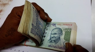Rupee makes strong comeback, rises 20 paise to 69.91 against US dollar