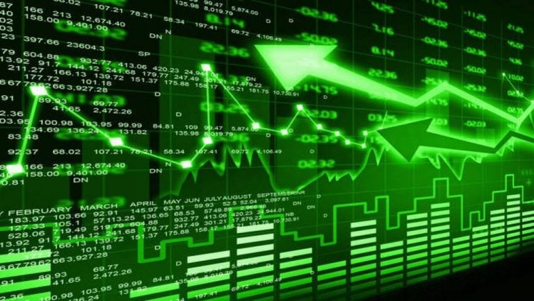 Nifty, Sensex struggle; IT stocks show recovery by 2%