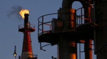 Oil prices gain on US inventory drop, Middle East tensions