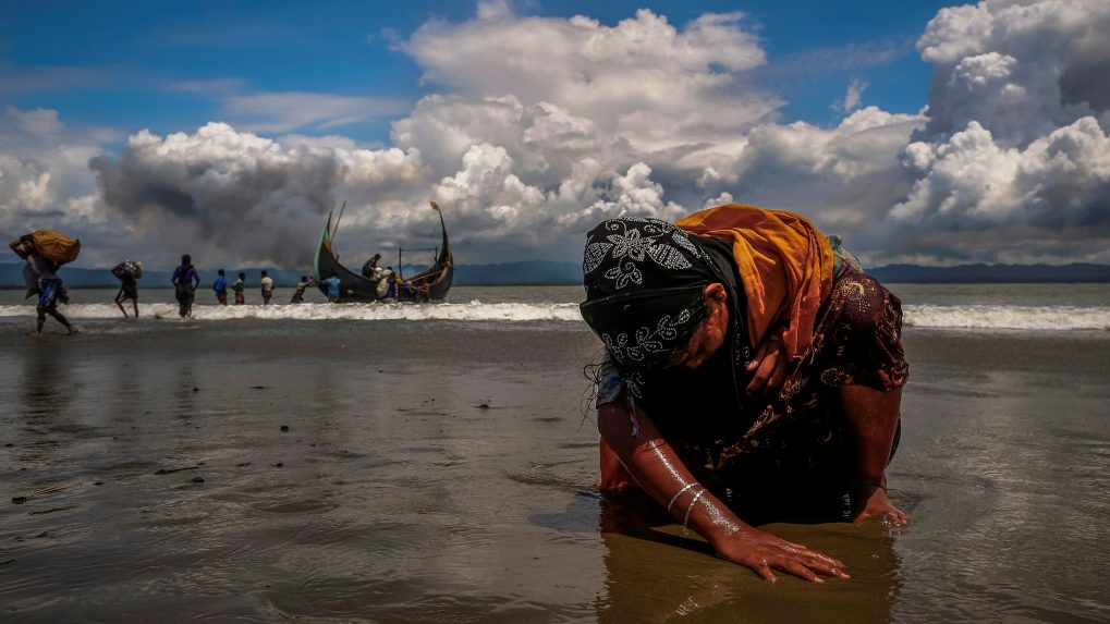 Violence against Rohingya exposed in 'shocking photos'