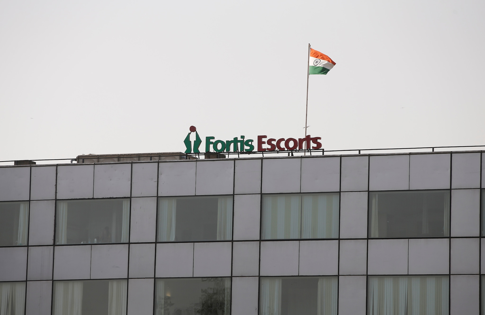 <strong>Fortis Healthcare:</strong> The company reported a consolidated net profit of Rs 151.19 crore for the quarter ended March, as against a net loss of Rs 914.32 crore in the corresponding period of the previous fiscal. Consolidated revenue from operations increased to Rs 1,184.15 crore from Rs 1,086.38 crore in the same quarter a year ago.