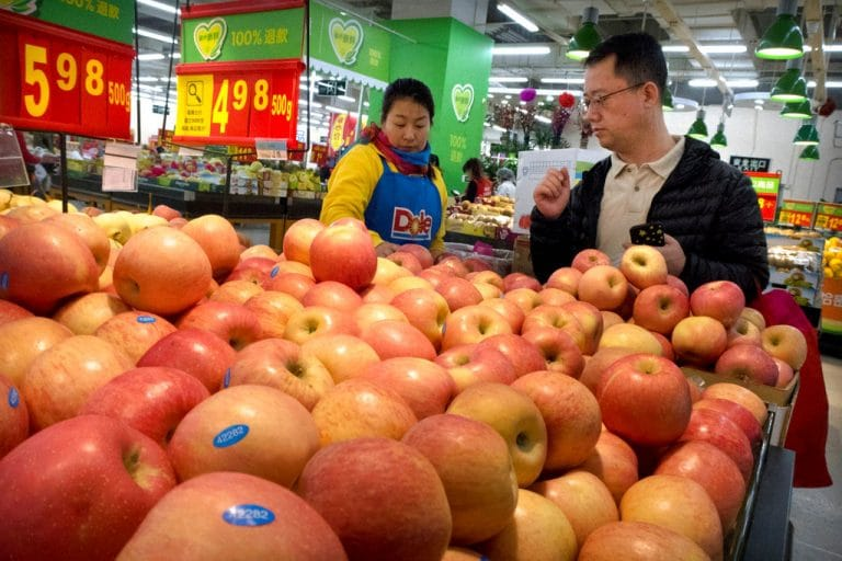 India's retaliatory tariffs on 28 US products worries Washington apple industry
