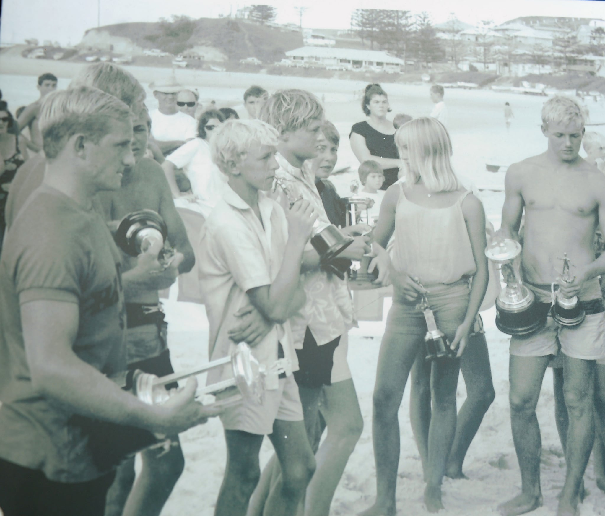 In 1964, a committee of nine met in the lounge of Kirra Beach to form the Australian Association of Queensland (now Surfing Queensland).