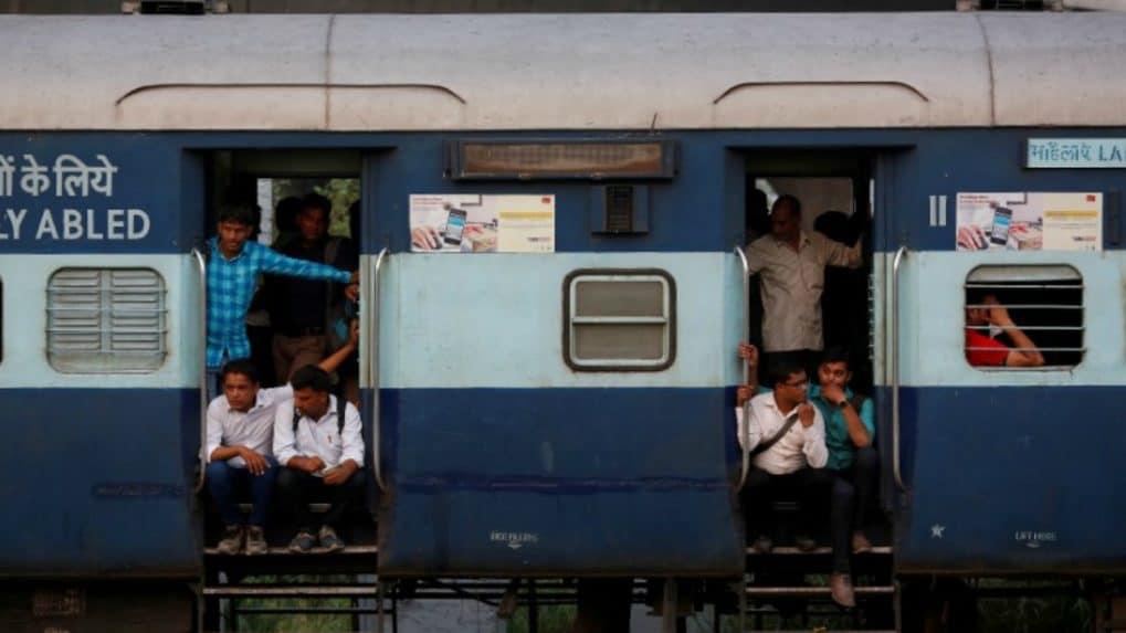 New Year's Day treat: Library for passengers on Mumbai-Ahmedabad Shatabdi Express