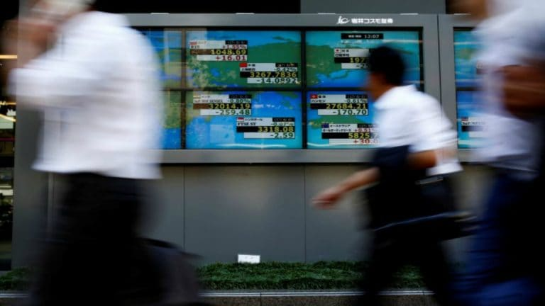 Asia stocks edge up as US earnings prop up Wall Street, dollar solid