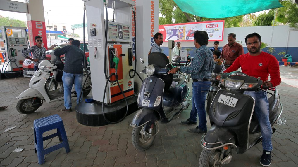 Diesel gains 10 paise to 69.11/litre, petrol steady at 76.90/litre across metros