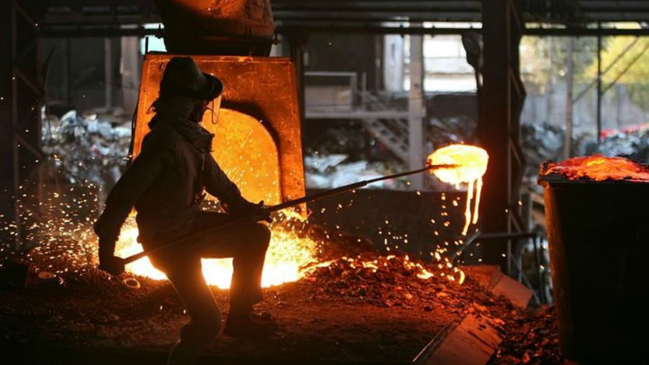 8. India GDP Data: India's economy grew at 6.6 percent in October-December fiscal, lowest in five quarters, as per the data released by the government on Thursday. The Gross Domestic Product (GDP) at constant prices (2011-12) had grown at 7 per cent in the October-December quarter of the previous financial year.