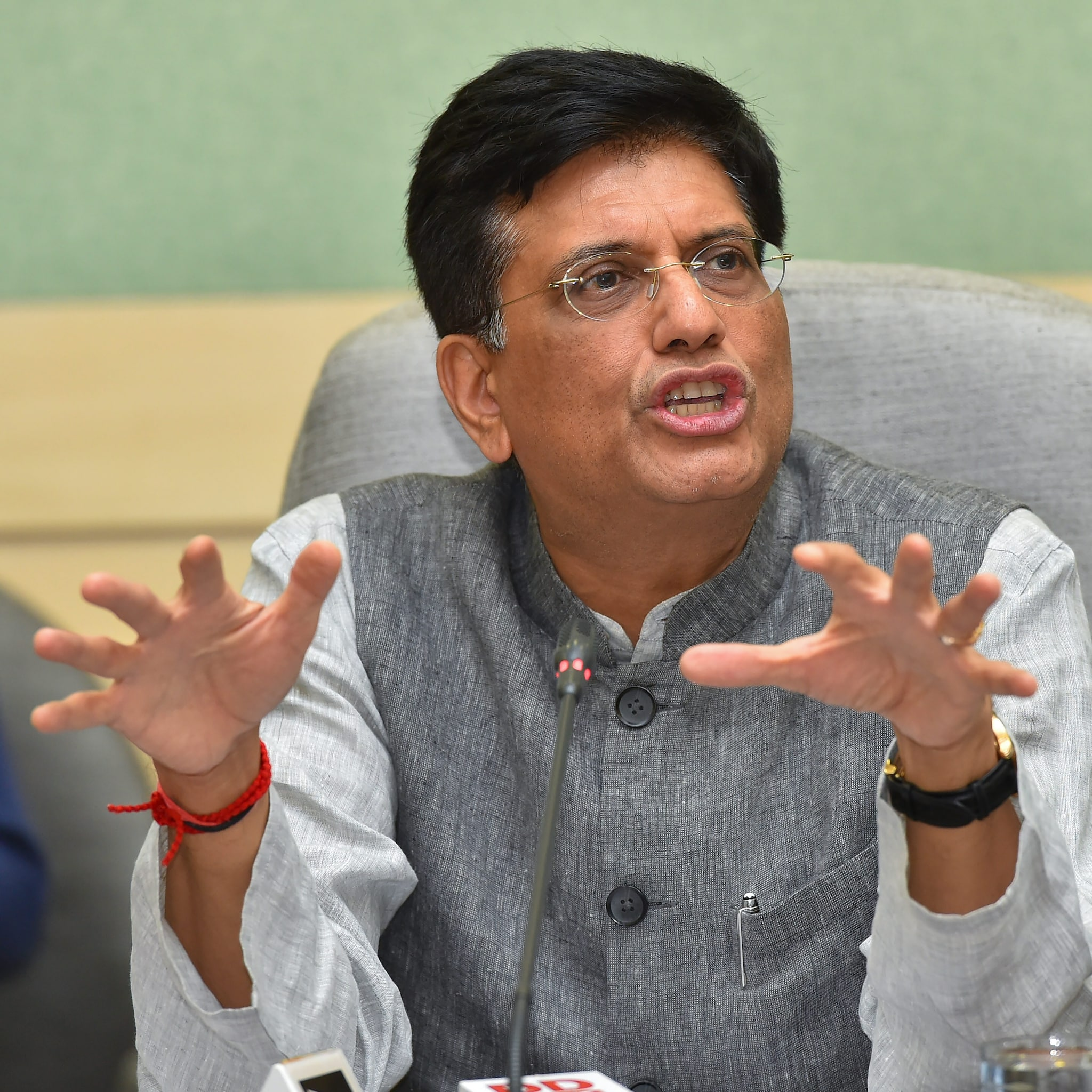 7. Piyush Goyal On Local Sourcing Norms: India will be easing mandatory local sourcing norms for FDI in single-brand retail trading in the next few weeks, commerce and industry minister Piyush Goyal said.