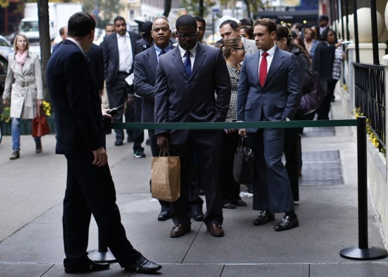 US jobless claims fall for second straight week