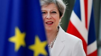 British PM May gets approval from cabinet on Brexit draft deal