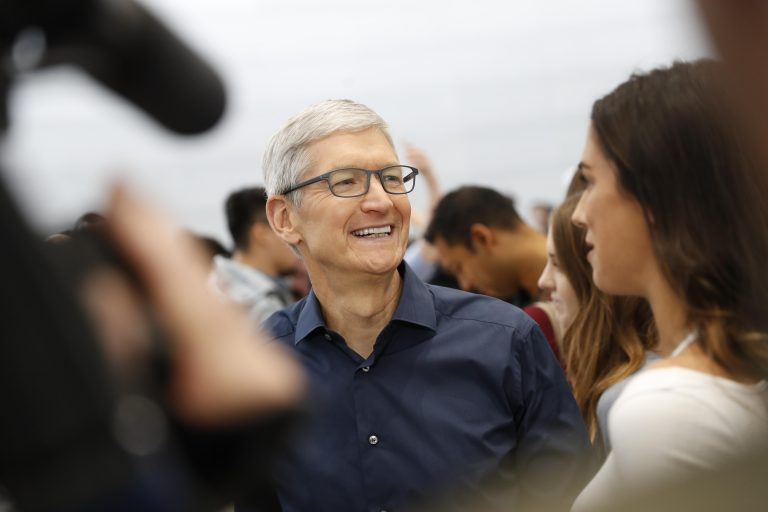 Apple CEO Tim Cook urges Bloomberg to retract spy chip story