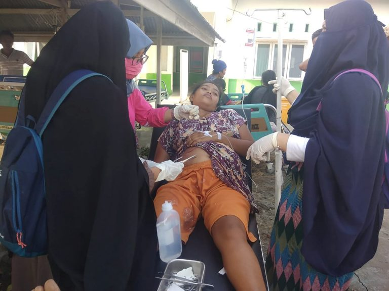 Tsunami hits small Indonesian city at dusk, casualties unknown