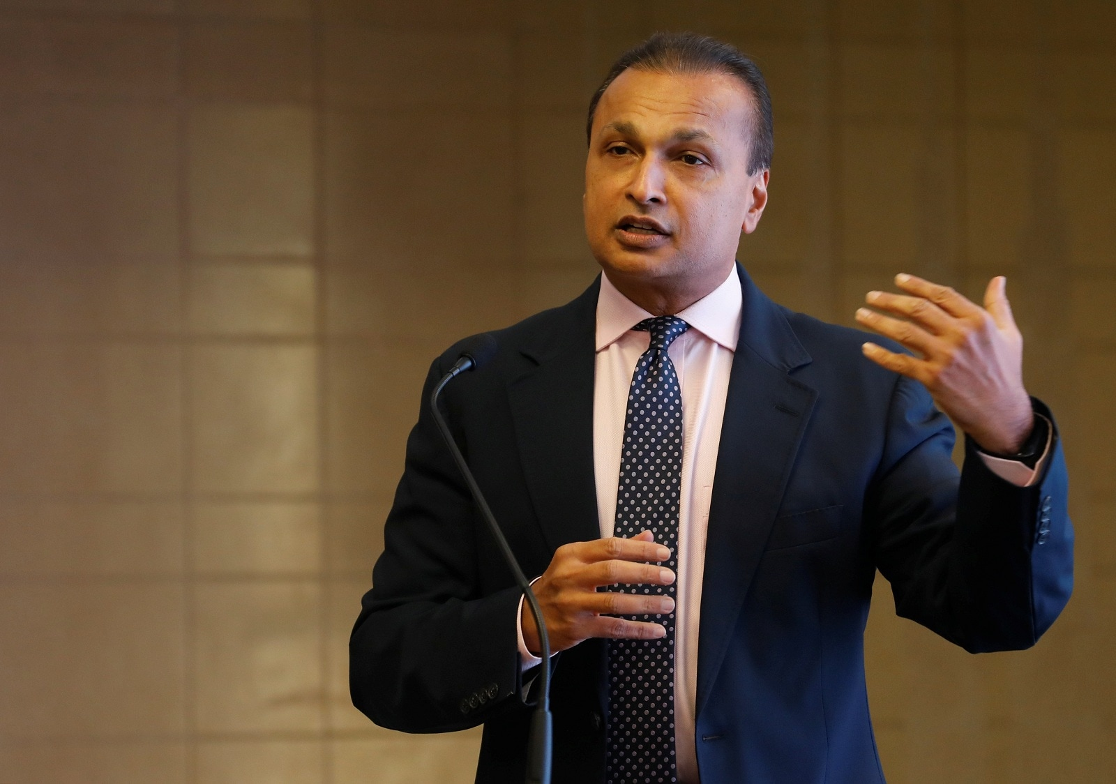 Reliance Communications and RIL: Nearly 15 months after Anil Ambani agreed to sell assets of Reliance Communications to a telecom firm run by elder brother Mukesh, the two groups on Monday called off the deal citing delays in approval from the government and lenders. (Image: Reuters)