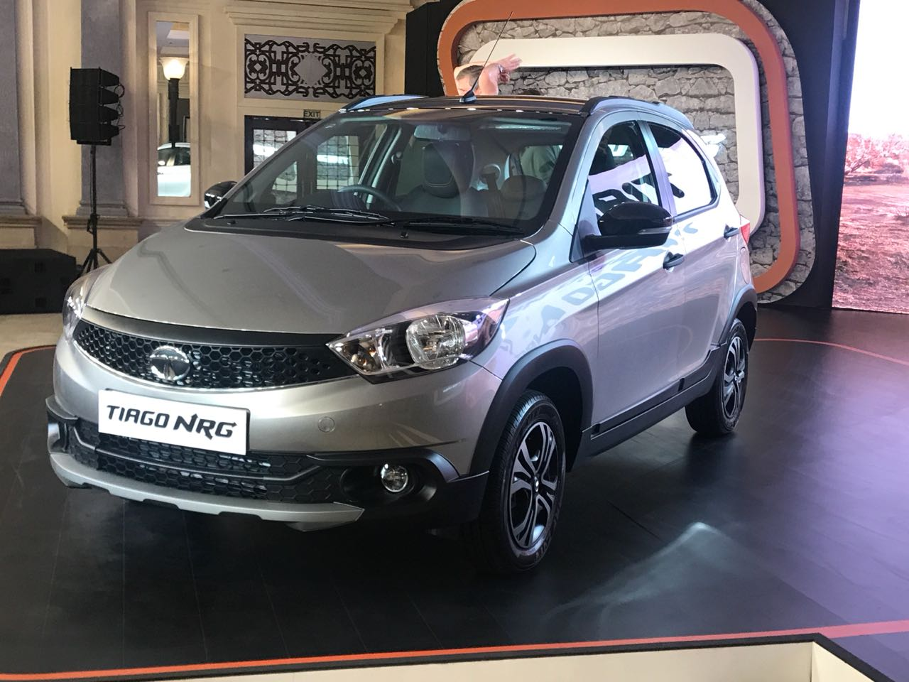 As the trend has been with most crossovers based on their hatchback sibling, the Tiago NRG gets a slightly beefed up stance, ground clearance has been increased to 180 mm. The Tiago NRG is being offered in 3 colours, Malabar Silver, Canyon Orange and Fuji White.