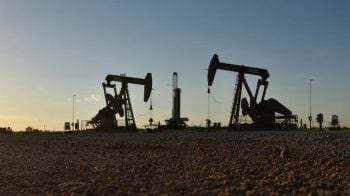 Oil prices firm on trade hopes, but record US output drags