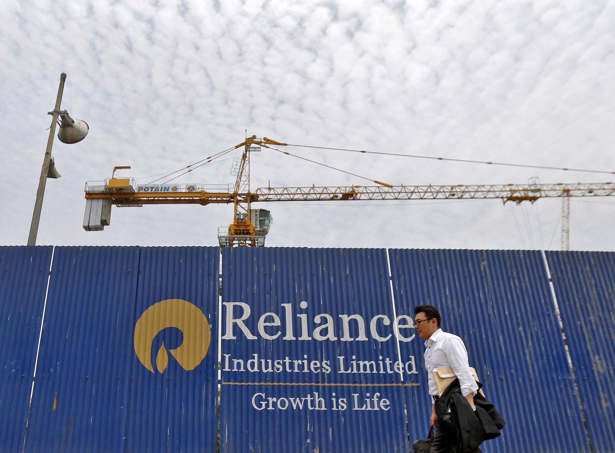 2. RIL: Subsidiary Reliance Industrial Investments and Holdings Limited (RIIHL) entered into agreement for acquisition of equity shares of software service and data solutions company Surajya Services Private Limited (Easygov) for up to Rs 18 crore. RIIHL will further invest an amount up to Rs 50 crore.  (Image: Reuters)