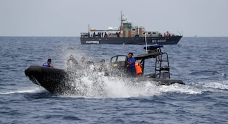 Indonesia sends divers to check if 'ping' signals reveal crashed plane