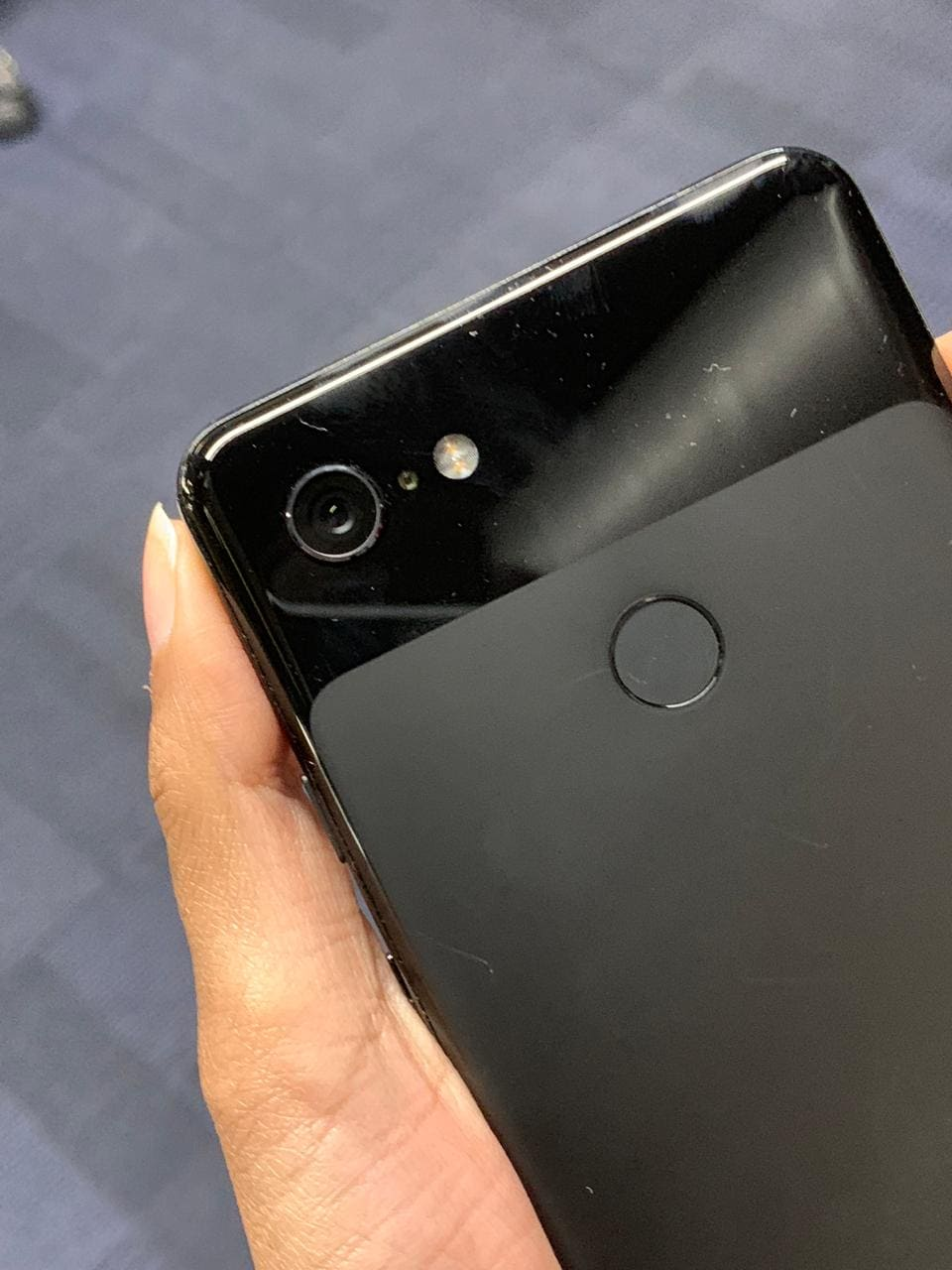 Google Pixel 3 packs a 2915mAh battery while the Pixel 3 XL comes with a 3430mAh battery.