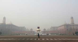 Delhiites wake up to hazy Diwali morning, air quality remains poor