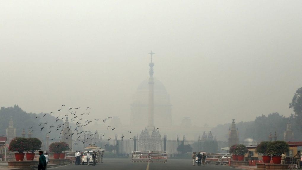 Delhi air turns 'hazardous' as AQI nears 1,000 at some places