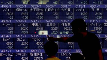 Asia stocks cautious on trade talks; euro under pressure