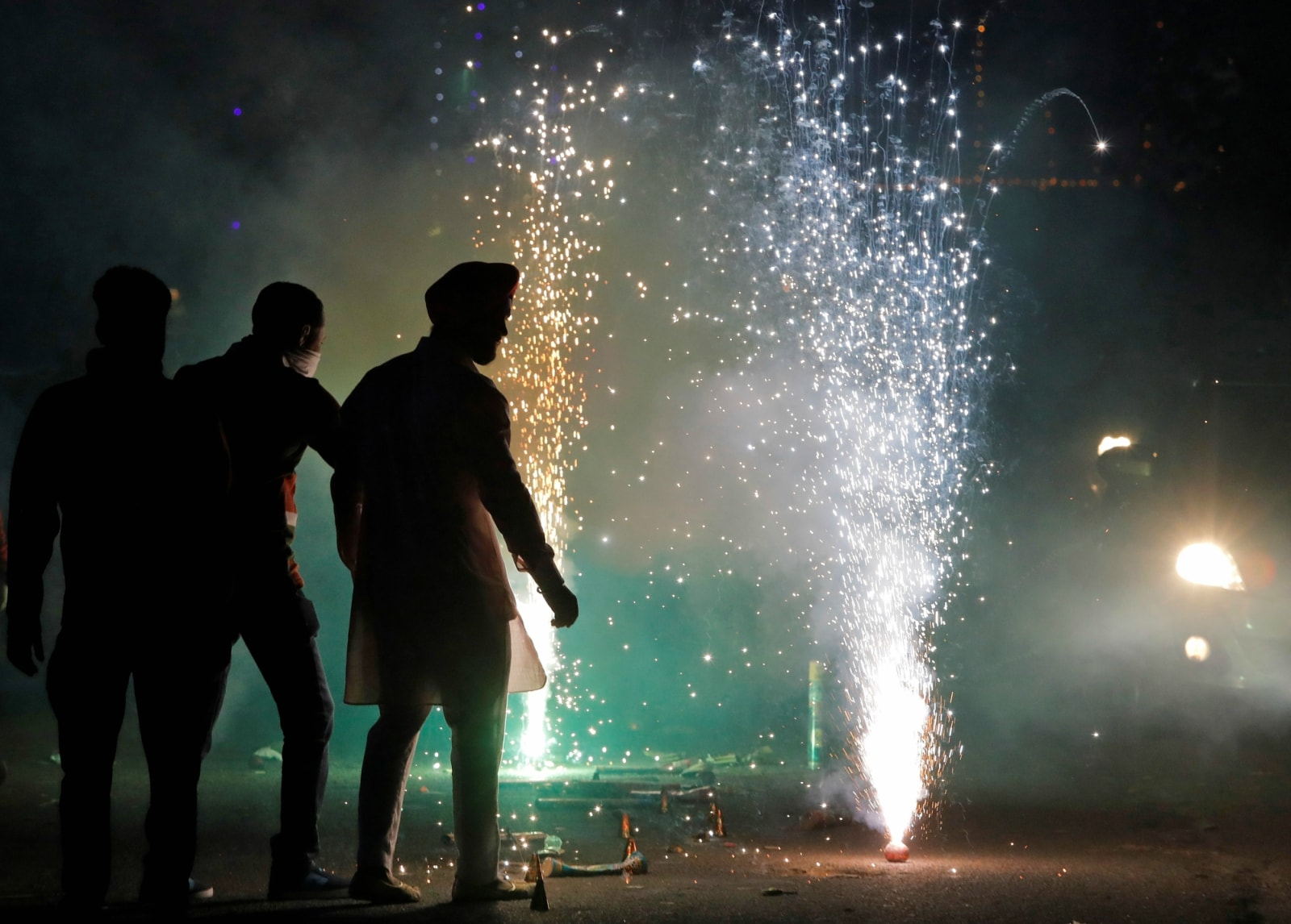 Men light firecrackers on a street as they celebrate Diwali, the Hindu festival of lights, in New Delhi, India, November 7, 2018. REUTERS/Anushree Fadnavis