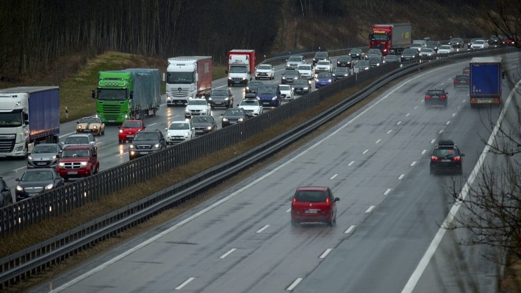 EU lawmakers back at least 35% CO2 cut from trucks by 2030