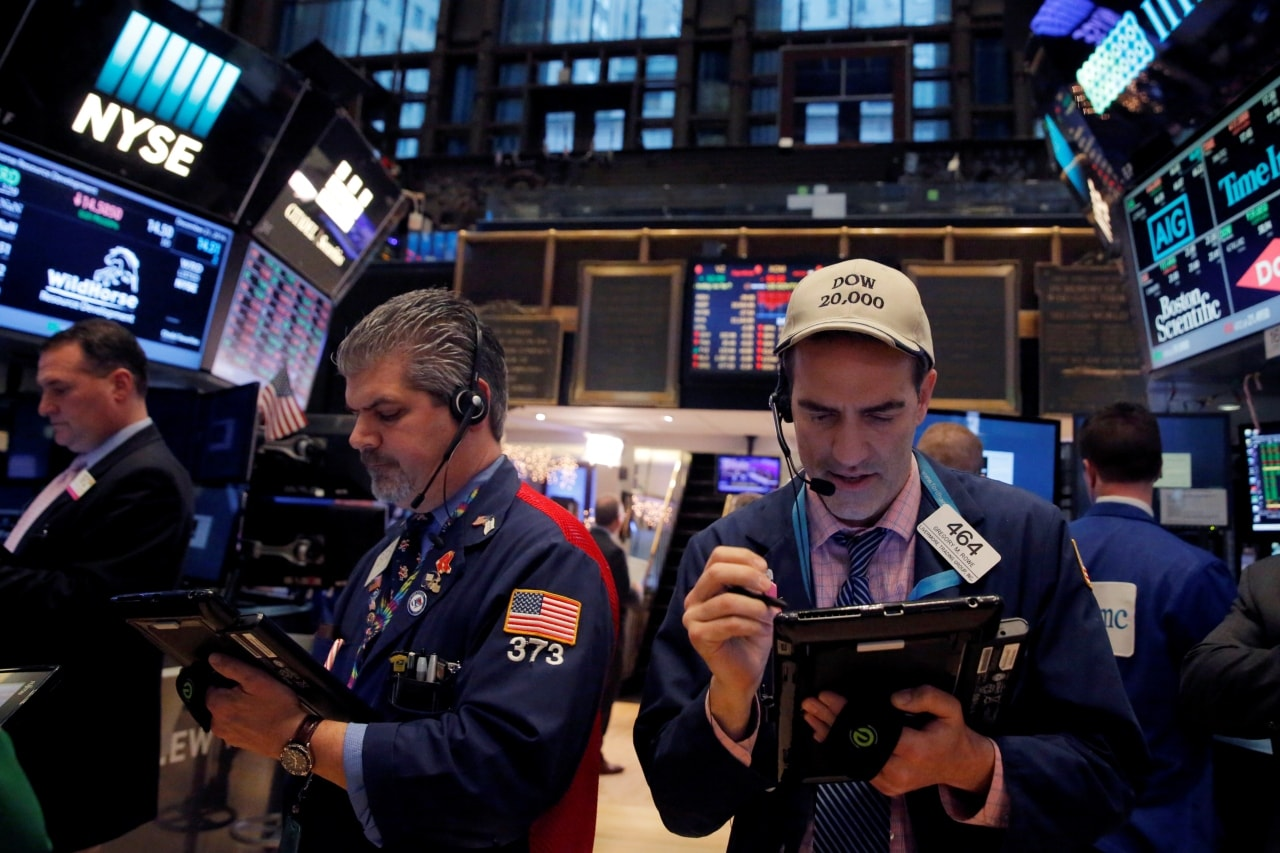 2. US: The Dow Jones Industrial Average climbed 0.21 percent to end at 24,579.96 points, while the S&P 500 lost 0.15 percent to 2,640, dragged down by technology and communications stocks. The Nasdaq Composite dropped 0.81 percent to 7,028.29. (Image Source: Reuters/ Caption Credits: Reuters)