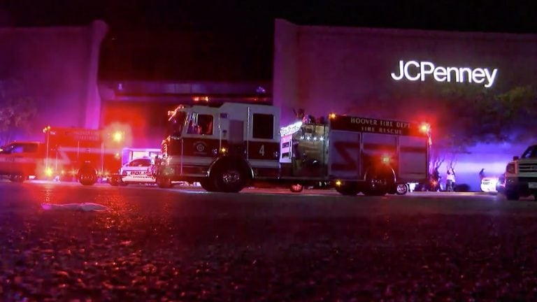 Shooting leaves 1 dead and 2 wounded in a shopping mall in the US