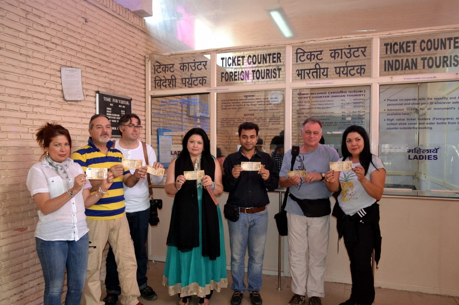 The note ban affected people across the country including foreign tourists. In this picture tourists who came to visit the Taj Mahal are found holding the demonetised notes.(Photo: Pawan Sharma/IANS)