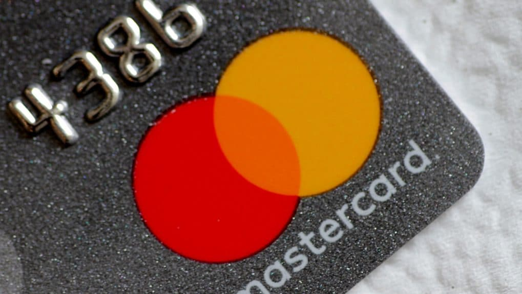 RBI reading the riot act to MasterCard kills two birds with one stone