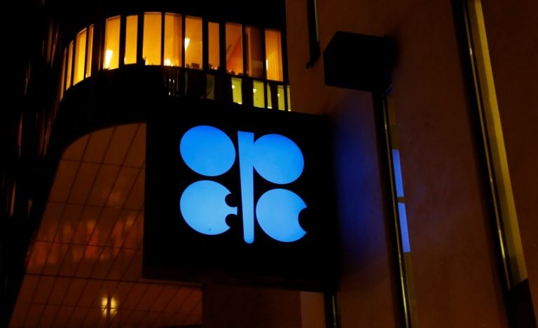 OPEC, Russia close to slashing oil output despite US pressure