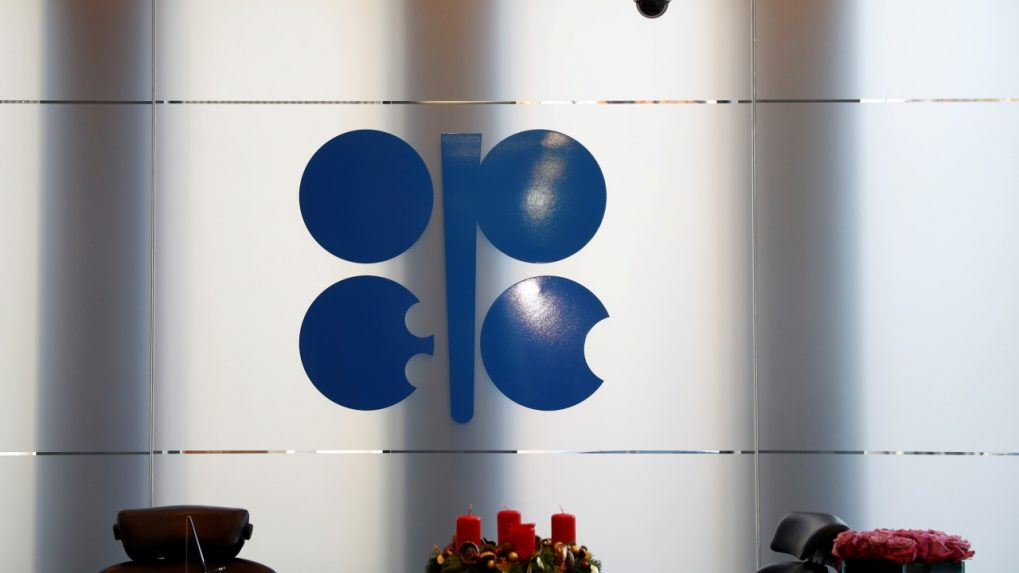Iran agrees to OPEC oil cut, focus shifts back to Russia