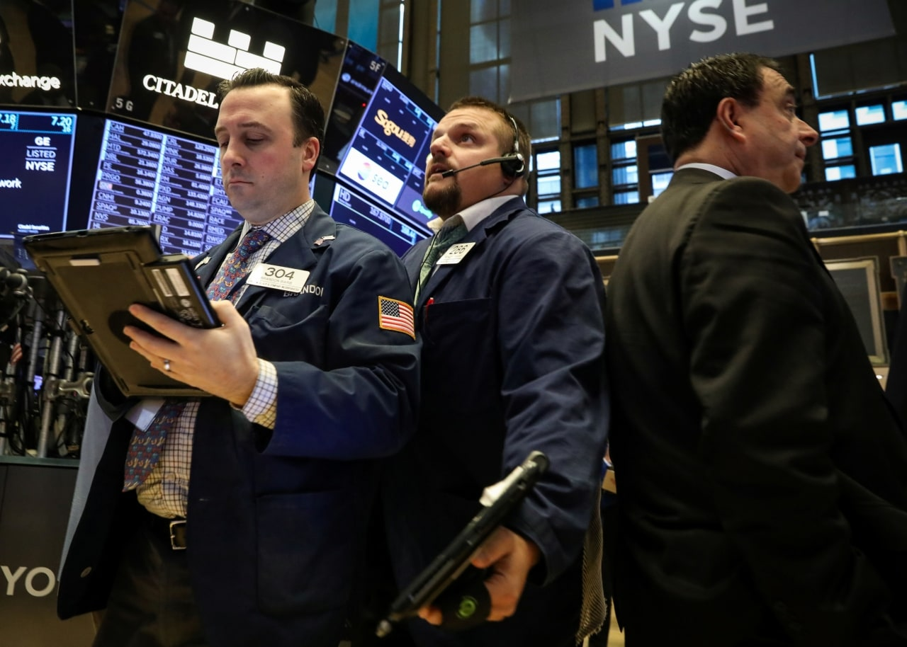 2. US: The Dow Jones Industrial Average fell 103.88 points, or 0.41 percent, to 25,439.39, the S&P 500 lost 7.3 points, or 0.27 percent, to 2,745.73 and the Nasdaq Composite added 6.58 points, or 0.09 percent, to 7,426.96. (Image : Reuters)