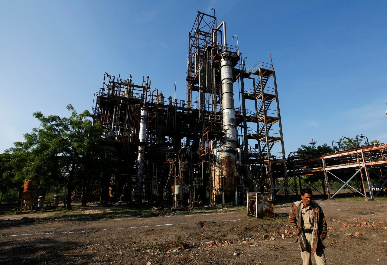 A security guard walks in front of the Union Carbide Corp pesticide plant in Bhopal, December 1, 2009. REUTERS/Reinhard Krause