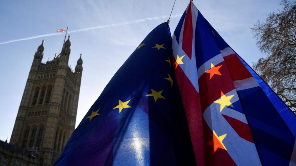 UK economy to make modest post-Brexit recovery if deal agreed, says economists