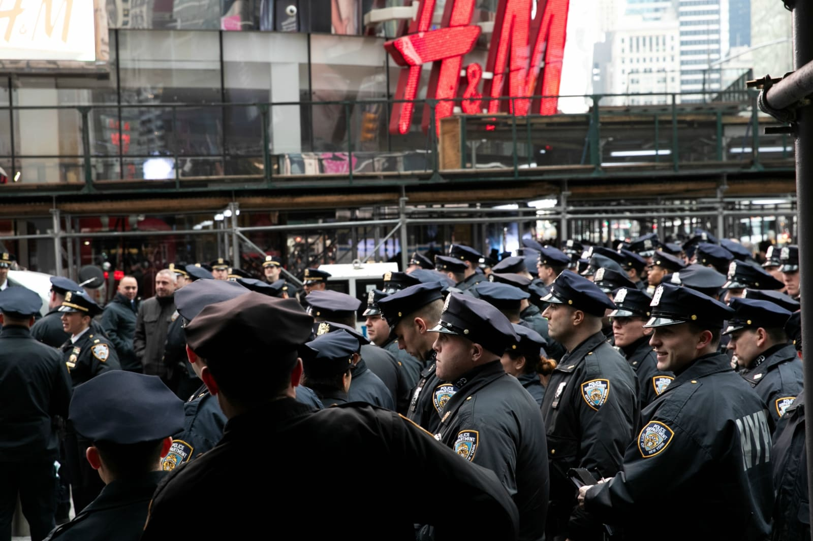 New York Police Department (NYPD) officers secure Times Square ahead of the New Year's Eve celebrations in Manhattan, New York, US, December 31, 2018. REUTERS/Jeenah Moon