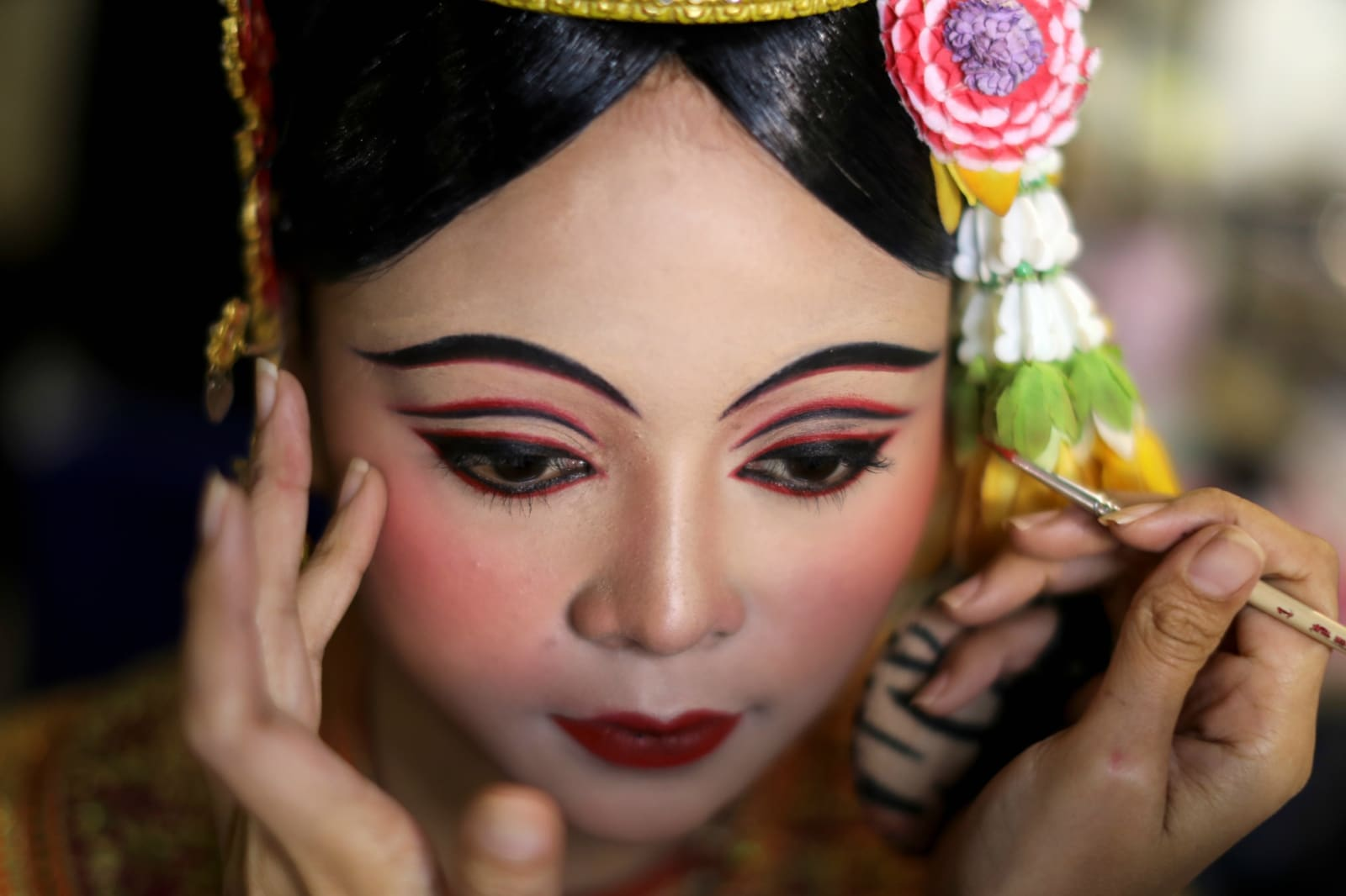 Dancers get ready backstage before a performance of masked theater known as Lakhon Khol which was recently listed by UNESCO, the United Nations' cultural agency, as an intangible cultural heritage, along with neighbouring Thailand's version of the dance, known as Khon at the Thailand Cultural Centre in Bangkok, Thailand November 7, 2018. REUTERS/Jorge Silva