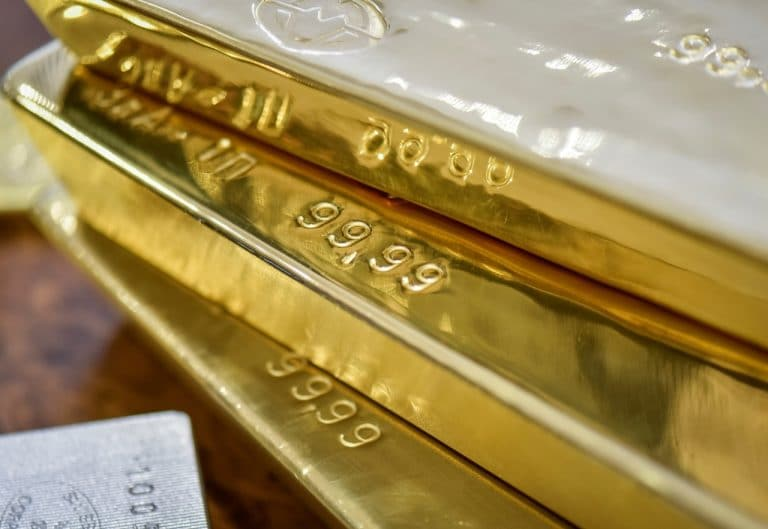 Gold bounces as global growth worries weigh on equities