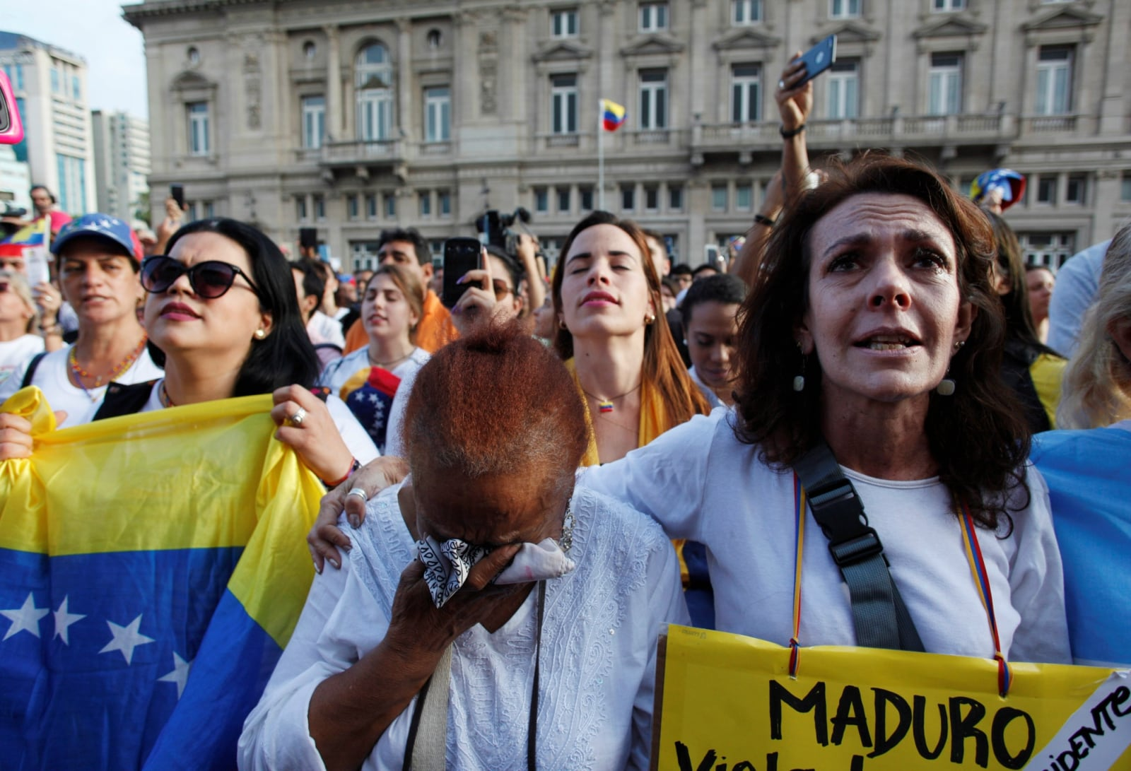 People gather in support of Venezuela's opposition leader Juan Guaido on the Vatican Square in Buenos Aires, Argentina January 23, 2019. REUTERS/Martin Acosta
