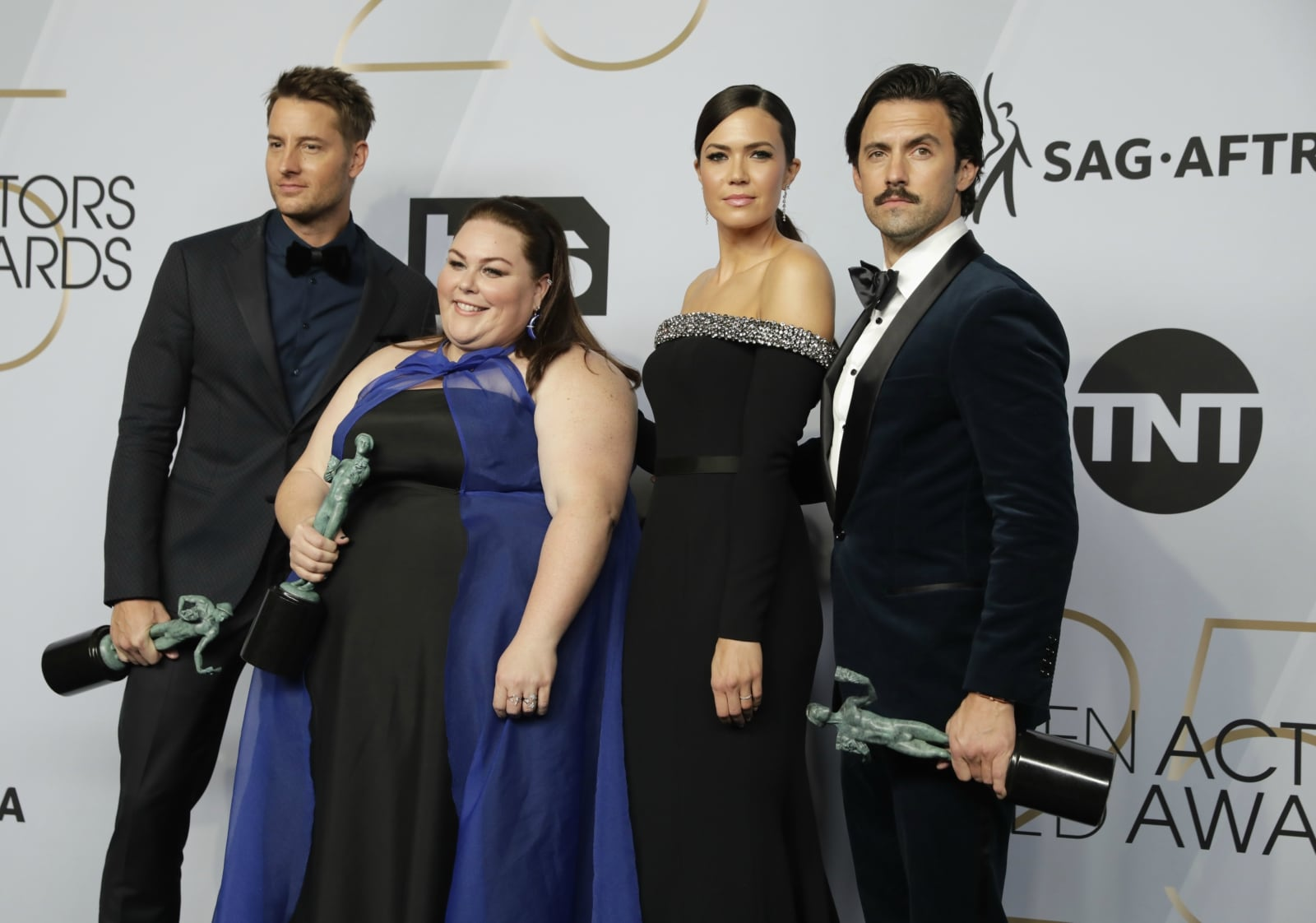 25th Screen Actors Guild Awards – Photo Room – Los Angeles, California, US, January 27, 2019 - Justin Hartley, Chrissy Metz, Mandy Moore and Milo Ventimiglia pose backstage with their Outstanding Performance by an Ensemble in a Drama Series for