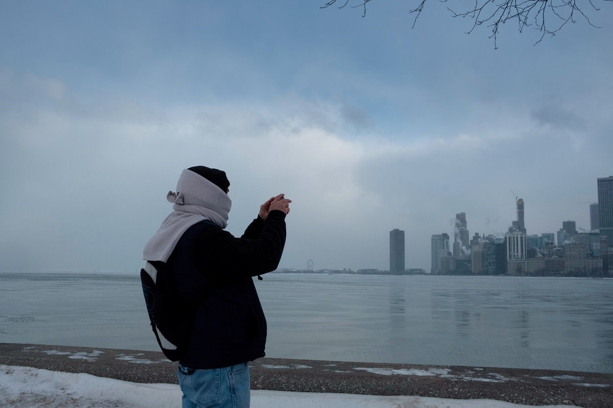 Jim Cleary takes a photo of the Chicago skyline from the North Avenue Beach at Lake Michigan. (REUTERS/Pinar Istek)