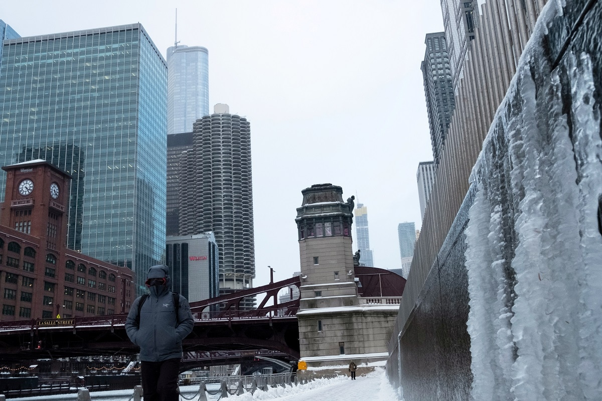 A man walks along the Chicago River. (REUTERS/Pinar Istek)
