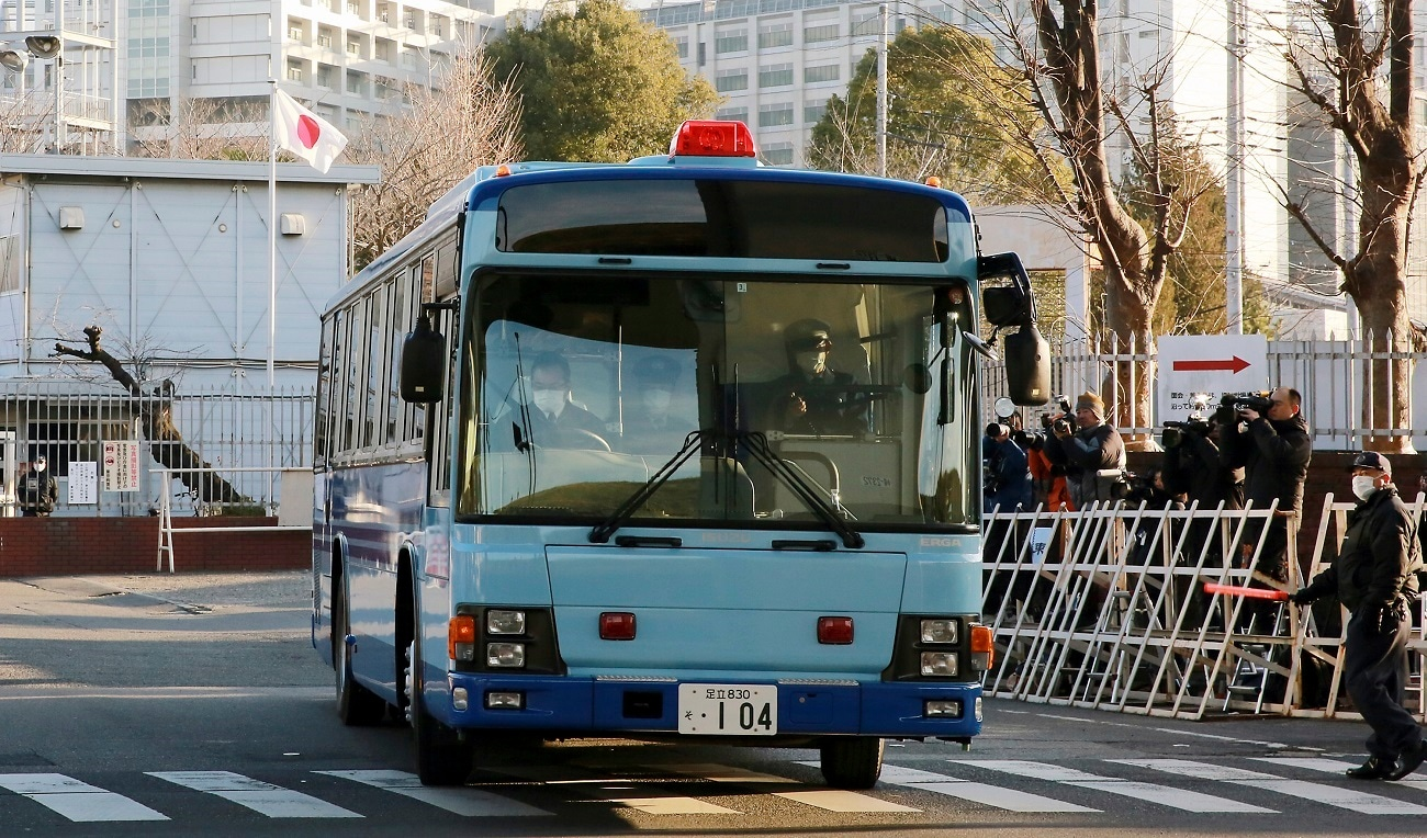 A vehicle, presumably carrying former Nissan chairman Carlos Ghosn, leaves Detention Center in Tokyo. (AP Photo/Eugene Hoshiko, File)