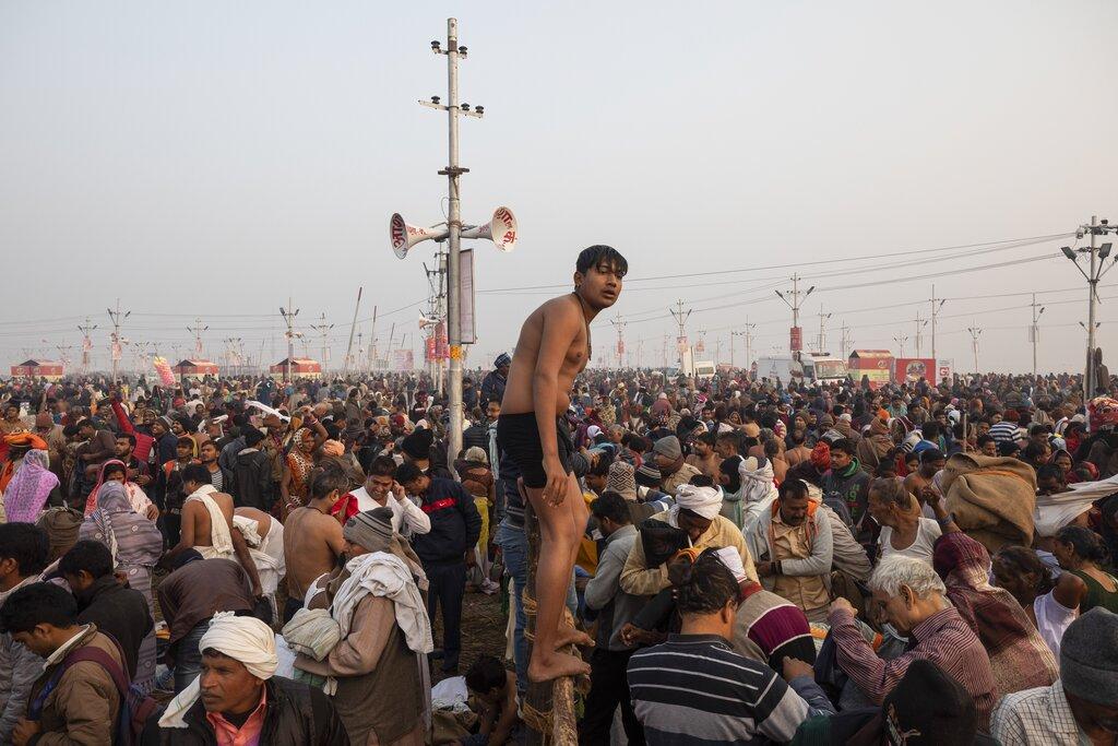 Hindu pilgrims gather at Sangam, the confluence of the rivers Ganges, Yamuna and mythical Saraswati, to take holy dips during the Kumbh Mela festival in Allahabad, India, Monday, January 14, 2019. (AP Photo/Bernat Armangue)