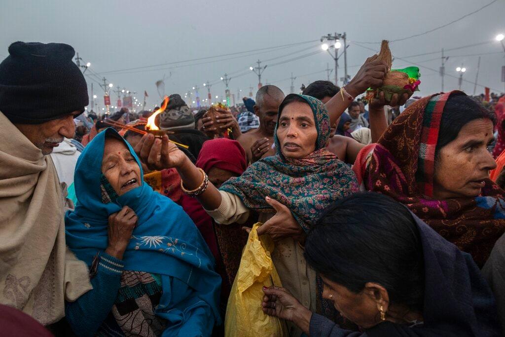 Hindu pilgrim pray at Sangam, the confluence of the rivers Ganges, Yamuna and mythical Saraswati, during the Kumbh Mela festival in Allahabad, India, Monday, January 14, 2019. (AP Photo/Bernat Armangue)