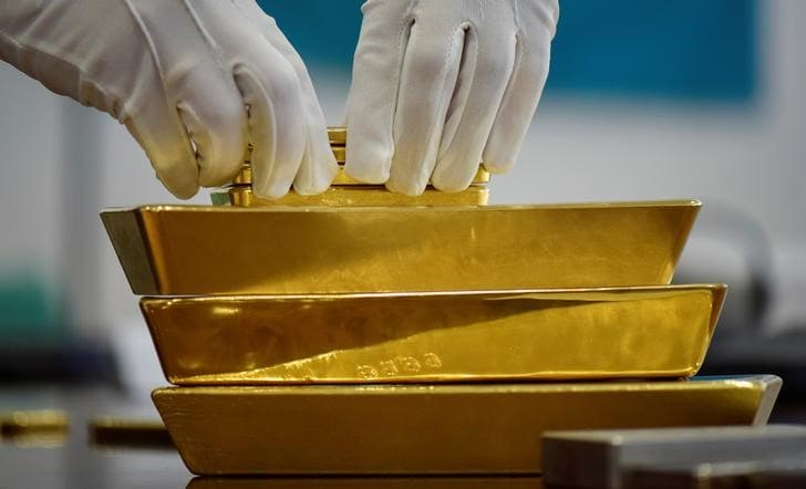 Gold scales one-week peak as equities and dollar ease