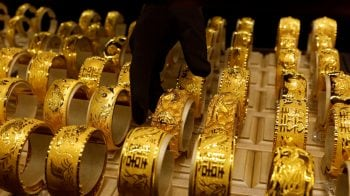 Gold rises 1% after weak US data boost rate cut bets