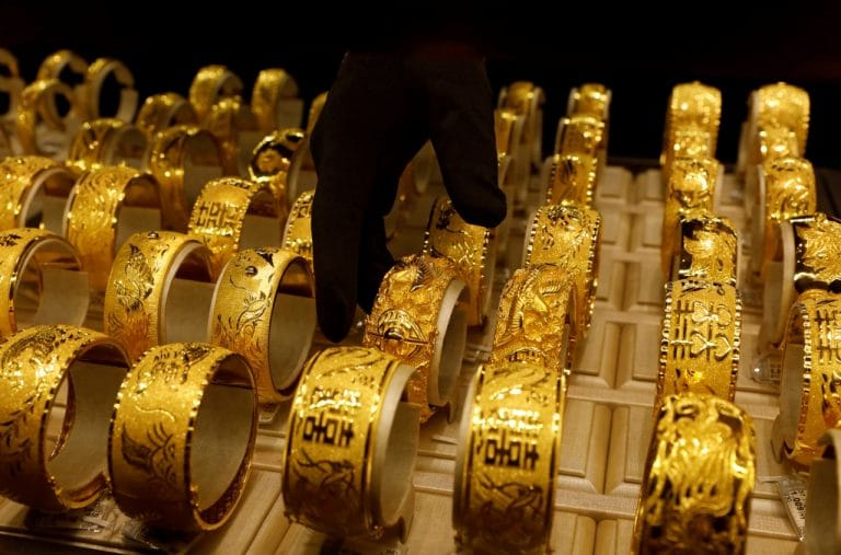 Gold steadies as equities dip; focus turns to Fed minutes