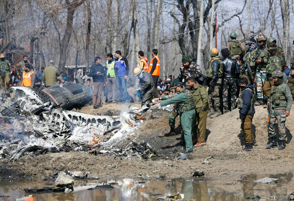 9. Pakistan Offers Peace Talks With India: Inviting Narendra Modi government for dialogue, Pakistan Prime Minister Imran Khan on Wednesday said the Pakistan Air Force has shot down two Indian MiG aircrafts after it crossed the Line of Control (LoC).<br />According to the ministry of external affairs spokesperson Raveesh Kumar, Indian Air Force's MiG-21 Bison was